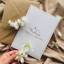 """Jakie macie rady, na piękne małżeństwo ?✨  Czy są tu przyszłe pary młode? Lub ich goście ? Kartka """"pięknego małżeństwa"""" wpisze się wspaniale w Wasz ślub 🤎  A piękne słowa, które napiszecie w środku kartki zostaną z Wami na długo ✨  #peprojektuje #kartkaślubna #ślub2021 #wesele #art #photo #instagram #instagood #instaphoto #polskiemarki #wspierampolskiemarki #polskidesign #photo #shoponline #kartkinazamówienie #kartkiślubne"""