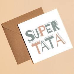 Super Tata 👋  Tato, mogę? Tato, jak to działa? Tato, jak to zrobić? Tato, pomożesz mi?... a i tak, wszystko sprowadza się do jednego, zasadniczego pytania: Tato, gdzie jest Mama?🤎 Czy mam rację? 😌  #peprojektuje #dzientaty #kartkaokolicznościowa #kartkadzientaty #card #supertata #girlboss #wspieramypolskiemarki #wspierampolskie #instagood